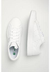 Białe buty sportowe adidas Originals z cholewką, z okrągłym noskiem, na sznurówki, na średnim obcasie