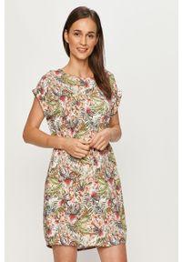 Biała sukienka Vero Moda w kwiaty, casualowa, z krótkim rękawem