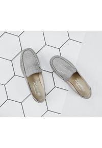 Zapato - mokasyny damskie w kratkę - skóra naturalna - model 001 – kolor szara kratka. Zapięcie: bez zapięcia. Kolor: szary. Materiał: skóra. Wzór: kratka. Sezon: lato, wiosna. Obcas: na obcasie. Styl: klasyczny. Wysokość obcasa: niski