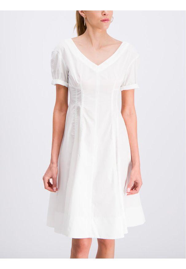 iBlues Sukienka codzienna Norme 72211292 Biały Regular Fit. Okazja: na co dzień. Kolor: biały. Typ sukienki: proste. Styl: casual