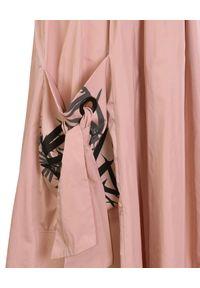 CATERINA - Różowa spódnica midi z kieszeniami. Kolor: wielokolorowy, różowy, fioletowy. Materiał: tkanina. Wzór: nadruk. Sezon: lato. Styl: klasyczny