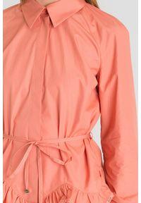 Różowa koszula Elisabetta Franchi z ozdobną falbanką. Kolor: różowy. Materiał: materiał. Styl: sportowy, elegancki