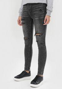 Born2be - Ciemnoszare Jeansy Skinny Yvlossa. Stan: podwyższony. Kolor: szary. Materiał: jeans. Długość: długie. Wzór: aplikacja. Styl: klasyczny, vintage