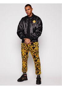 Versace Jeans Couture Kurtka bomber C1GWA9A7 Żółty Regular Fit. Kolor: żółty