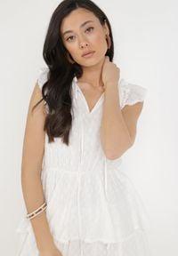 Born2be - Biała Sukienka Nixistae. Typ kołnierza: kołnierz z falbankami. Kolor: biały. Materiał: bawełna, tkanina. Wzór: ażurowy, aplikacja. Długość: mini