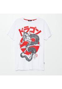 Cropp - Koszulka slim z nadrukiem - Biały. Kolor: biały. Wzór: nadruk
