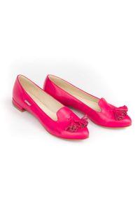 Różowe baleriny Zapato na średnim obcasie, w kwiaty, bez zapięcia