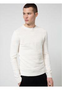 Beżowy sweter klasyczny Hugo