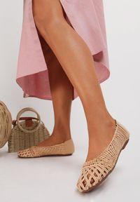 Renee - Jasnobeżowe Balerinki Mayara. Nosek buta: okrągły. Zapięcie: bez zapięcia. Kolor: beżowy. Materiał: jeans, materiał. Wzór: gładki, ażurowy. Sezon: lato. Styl: wakacyjny, boho, klasyczny