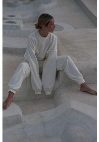 MUUV. - Bluza bawełniana Mild Cotton. Kolor: biały. Materiał: bawełna. Długość rękawa: długi rękaw. Długość: długie. Sezon: lato, wiosna