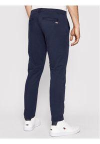 Tommy Jeans Chinosy Tjm Scanton DM0DM09595 Granatowy Slim Fit. Kolor: niebieski