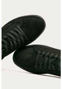 Czarne sneakersy vagabond z okrągłym noskiem, z cholewką, na sznurówki