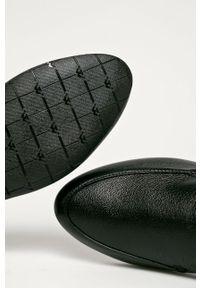 Czarne mokasyny Wojas z cholewką, z okrągłym noskiem