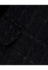 MARLU - Czarna marynarka z wełny. Okazja: na spotkanie biznesowe, do pracy. Kolor: czarny. Materiał: wełna. Sezon: jesień. Styl: klasyczny, biznesowy