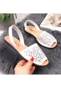 Białe sandały El Pimpi eleganckie, w ażurowe wzory