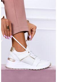 Filippo - Białe sneakersy filippo buty sportowe sznurowane skórzane dp2003/21wh. Kolor: biały. Materiał: skóra