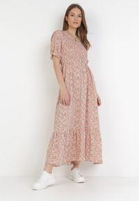 Born2be - Łososiowa Sukienka Borlaeno. Okazja: na co dzień. Kolor: różowy. Wzór: kwiaty, aplikacja. Styl: casual. Długość: midi