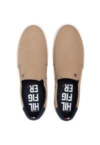 Tenisówki TOMMY HILFIGER - Iconic Slip On Sneaker FM0FM00597 Camel. Okazja: na co dzień. Zapięcie: bez zapięcia. Kolor: brązowy. Materiał: materiał. Szerokość cholewki: normalna. Styl: casual