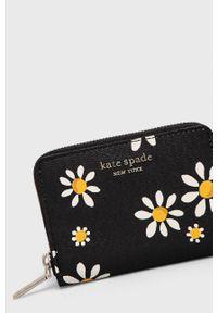 Kate Spade - Portfel. Kolor: czarny. Materiał: materiał