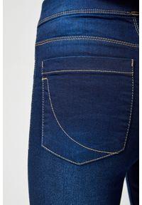 Niebieskie jeansy MOODO długie, w kolorowe wzory