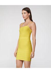 HERVE LEGER - Żółta sukienka na ramiączkach. Kolor: żółty. Materiał: materiał. Długość rękawa: na ramiączkach. Typ sukienki: dopasowane