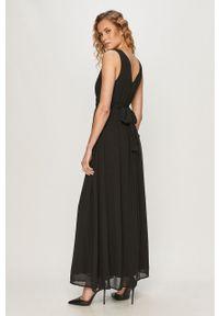 Czarna sukienka Vila maxi, rozkloszowana, na ramiączkach