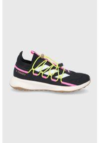 adidas Performance - Buty Terrex Voyager 21 W. Nosek buta: okrągły. Zapięcie: sznurówki. Kolor: czarny