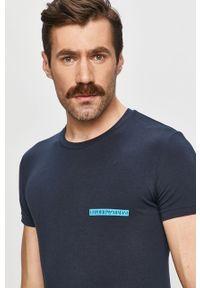 Niebieski t-shirt Emporio Armani na co dzień, casualowy