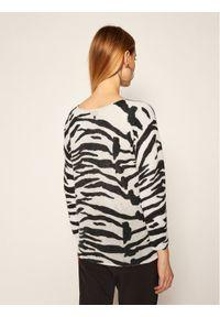Beżowy sweter klasyczny Calvin Klein z motywem zwierzęcym
