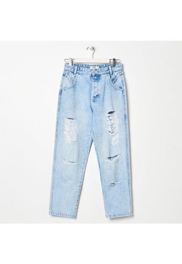 Sinsay - Spodnie jeansowe z przetarciami - Niebieski. Kolor: niebieski