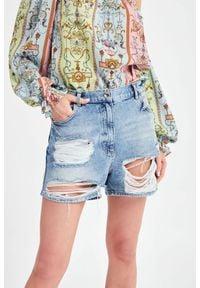 Patrizia Pepe - SPODENKI JEANSOWE PATRIZIA PEPE. Stan: podwyższony. Materiał: jeans. Długość: krótkie. Sezon: lato. Styl: rockowy, klasyczny