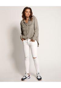 ONETEASPOON - Białe jeansy Freebirds II. Kolor: biały. Wzór: aplikacja, kolorowy. Sezon: lato