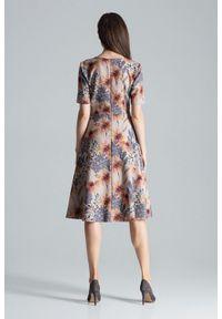 Figl - Rozkloszowana sukienka midi z dekoltem V w kwiaty. Okazja: do pracy, na imprezę. Wzór: kwiaty. Długość: midi #4