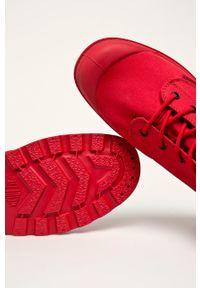 Czerwone wysokie trampki Palladium z cholewką, na sznurówki, z okrągłym noskiem