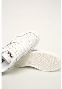Białe buty sportowe Fila na obcasie, na średnim obcasie, z cholewką