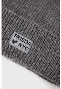 Frieda & Freddies - Czapka. Kolor: szary. Materiał: dzianina. Wzór: ze splotem