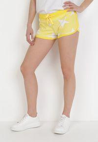 Born2be - Żółte Szorty Dresowe Kaishell. Kolor: żółty. Materiał: dresówka