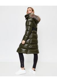 MONCLER - Zielony płaszcz puchowy Ribafur. Kolor: zielony. Materiał: puch. Długość rękawa: długi rękaw. Długość: długie. Wzór: aplikacja. Sezon: zima