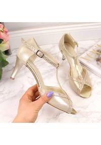 Złote sandały NATALII BRAT BUT eleganckie, z otwartym noskiem