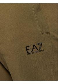 Zielone spodnie dresowe EA7 Emporio Armani