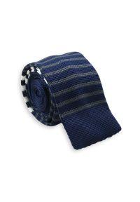 Dziergany Krawat Męski Knit w Cienkie Białe Pasy -5,5cm- Chattier, Granatowy. Kolor: niebieski. Materiał: poliester. Wzór: paski, prążki. Styl: sportowy #1