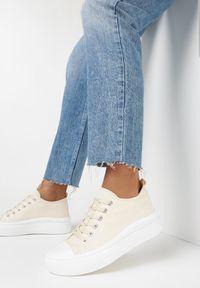 Born2be - Jasnobeżowe Trampki Treteilin. Nosek buta: okrągły. Zapięcie: sznurówki. Kolor: beżowy. Szerokość cholewki: normalna. Wzór: gładki. Wysokość cholewki: przed kostkę. Materiał: materiał, guma. Obcas: na platformie. Styl: sportowy, street