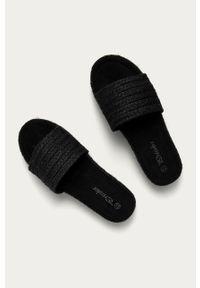 Czarne klapki Answear Lab na platformie, gładkie, wakacyjne, bez obcasa