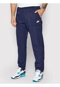 Nike Spodnie materiałowe City Edition CZ9927 Granatowy Standard Fit. Kolor: niebieski. Materiał: materiał