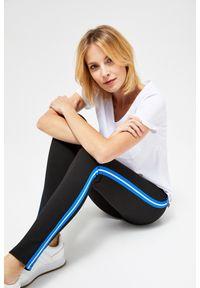 MOODO - Czarne legginsy. Kolor: czarny. Materiał: wiskoza, nylon, elastan. Długość: długie. Wzór: gładki. Styl: klasyczny