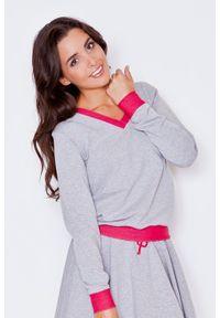 Katrus - Szaro-różowa Dresowa Nierozpinana Bluza z Dekoltem V z Kontrastowymi Mankietami. Kolor: różowy, szary, wielokolorowy. Materiał: dresówka