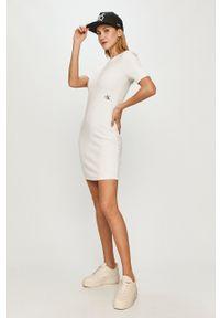 Calvin Klein Jeans - Sukienka. Kolor: biały. Materiał: dzianina. Wzór: gładki. Typ sukienki: dopasowane