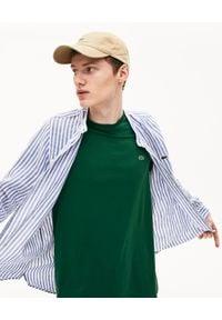 Lacoste - LACOSTE - Ciemnozielony t-shirt z logo Regular Fit. Kolor: zielony. Materiał: bawełna, jeans. Wzór: haft