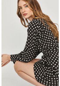 Czarna sukienka Answear Lab ze stójką, mini