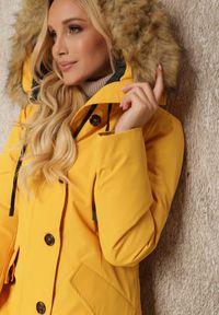 Renee - Żółta Kurtka Nikane. Okazja: na co dzień. Kolor: żółty. Materiał: tkanina, dzianina, futro. Długość rękawa: długi rękaw. Długość: długie. Styl: casual